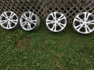 "Set of wheels 18"" for Dodge Durango 2011 and Jeep Grand Cherokee for Sale in Lebanon, TN"