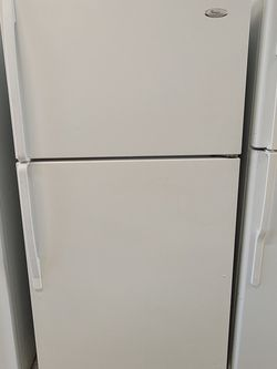 Whirlpool Top Freezer Refrigerator Used Good Condition With 90day's Warranty for Sale in Mount Rainier,  MD