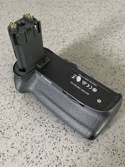 Canon 5D Mark IV Battery Grip for Sale in Vancouver,  WA