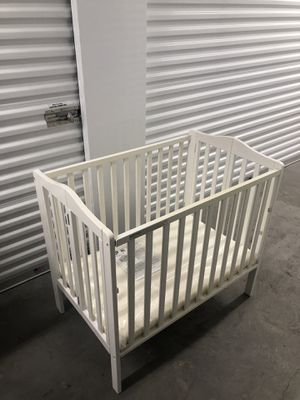 Baby Crib White/gray and brown for Sale in Las Vegas, NV