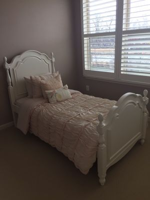 Bellissimo princess bed TWIN for Sale in Ashburn, VA