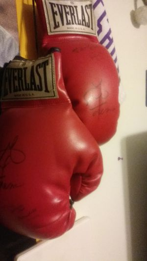 Boxing gloves George forman for Sale in Kennewick, WA
