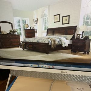 Queen Bed Room Set On Sale( includes Queen Bed Frame , Dresser , Mirror And 1 Night Stand ) ON SALE for Sale in Federal Way, WA