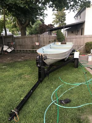 I'm selling my 12 aluminum boat with trailer for Sale in Brentwood, NY