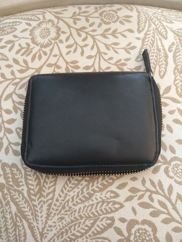 Forever 21 beautiful black wallet with gold zipper