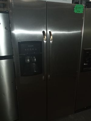 FRIGIDAIRE STAINLESS STEEL SIDE BY SIDE DOORS FRIDGE 36IN WORKING PERFECT W/4 MONTHS WARRANTY for Sale in Baltimore, MD