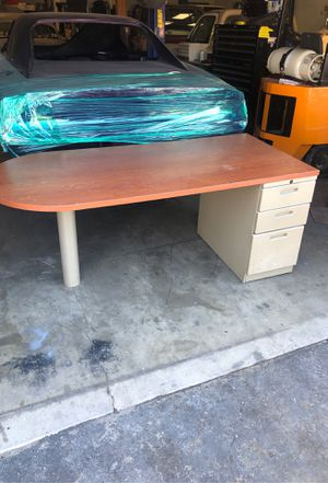 Office desk with drawers for Sale in Murrieta, CA