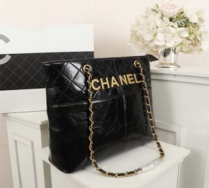 Black handbag with gold chain for Sale in Moreno Valley, CA