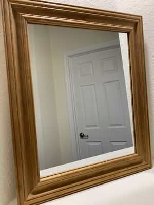 MIRROR - PINE WOOD for Sale in Doral, FL