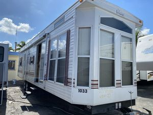 Rv tráiler año 2009 de 38 pies ubicados 3699 nw 79 st Miami fl 33147 for Sale in Hialeah, FL