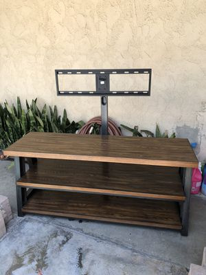 TV stand mount in good condition HMU for Sale in Covina, CA