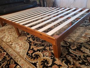 Queen Platform Bed Frame like new for Sale in Lynnwood, WA