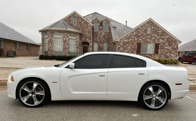 Selling 2012 Dodge Charger RT.Vehicle AWDWheelss -qweqrfgasf for Sale in Peoria,  IL