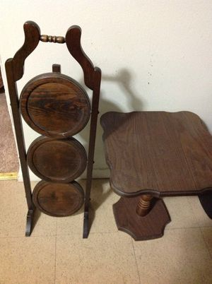 Small table and shelf for Sale in Carpentersville, IL