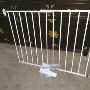 Pet Gate or Child Gate Adjustable for Sale in Concord, CA