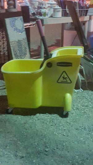 Rubbermaid mop bucket for Sale in Sahuarita, AZ