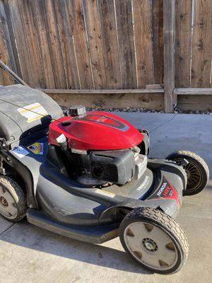 Honda Lawn Mower for Sale in Tulare, CA