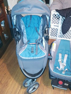 Graco car seat and 3 wheel stoller for Sale in Houston, TX