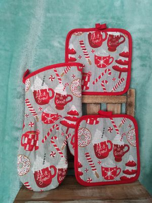 3 candycane coffee oven mitts Christmas decorations for Sale in Colton, CA