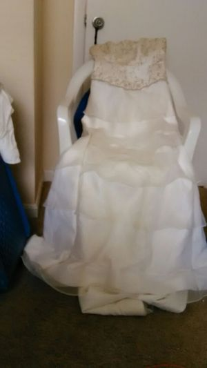 Elegant Wedding Dress 200.00 for Sale in Alexandria, VA