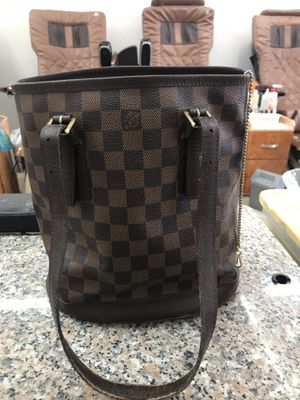 Authentic Louis Vuitton bucket bag monogram canvas pm for Sale in Olympia Heights, FL