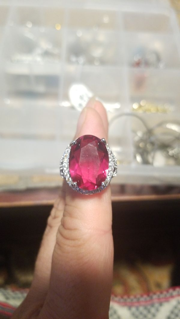 STUNNING GARNET WITH DIAMONDS RING