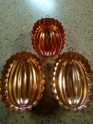 Vintage copper jello molds/2.5 cup capacity each/ hanging wall decoration or use for jello/5x7x3 inch for Sale in Dearborn Heights, MI