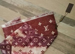 Louis Vuitton reversible scarf for Sale in New Carrollton, MD