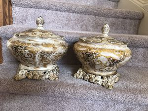2 beautiful gold decorative pots with covers for Sale in Ashton, MD