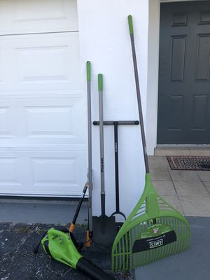Lawn tools -rakes/shovel/tree pruner/leaf blower ) like new for Sale in Pompano Beach, FL