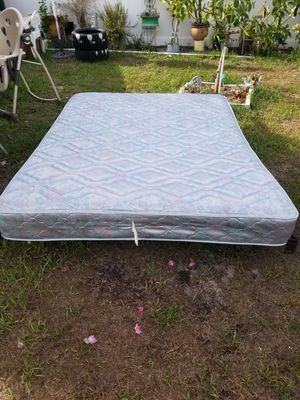Queen Mattress. 60 Inches for Sale in Orlando, FL