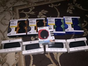 Wireless speakers and jvc headphones for Sale in Houston, TX
