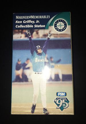 1995 Ken Griffey Jr collectible statue for Sale in Federal Way, WA