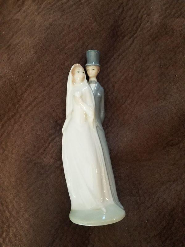 Lladro Bride and Groom Figurine