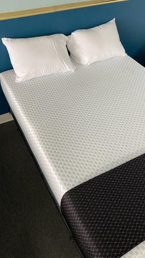 Queen Cooling Memory Foam Mattress with Green tea Support Foam W7TPR for Sale in Irving, TX