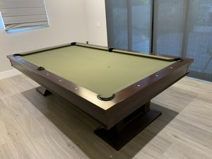 Brunswick Treviso 9' pool table with 4 cues and stands for Sale in West Covina, CA