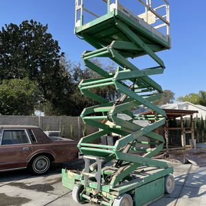 JLG SCISSOR LIFT 3246E2 for Sale in Irvine, CA