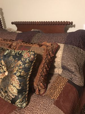 Jamison antique bedroom set for Sale in Nashville, TN