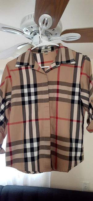 Burberry long sleeve women T- shirt, excellent condition $15( huzada 2 veces,excelente estado for Sale in Miami, FL