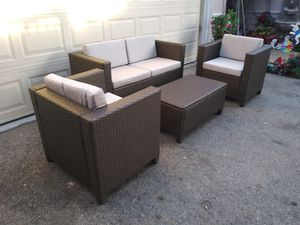 Outdoor patio couch with chairs and coffee table for Sale in Chatsworth, CA