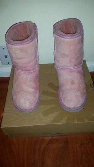UGGS SIZE 6 pink genuine suede for Sale in Sterling, VA