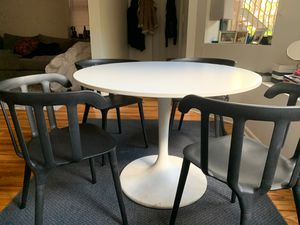 Kitchen table and four chair for Sale in Chicago, IL