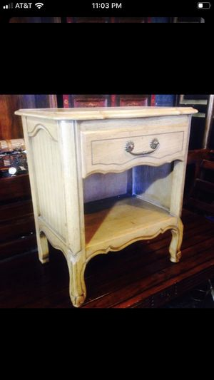 Solid wood end table nightstand for Sale in San Diego, CA