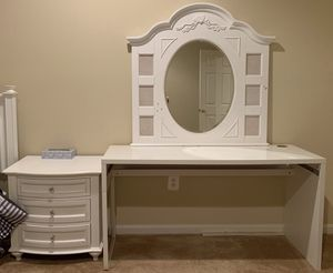 Mirror, dresser, and nightstand for Sale in Ashburn, VA