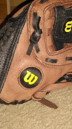 """Wilson A450 Youth T-ball Baseball Glove Dark Brown 10"""" Excellent Condition for Sale in Fort Myers,  FL"""