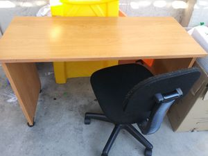 Desk and chair for Sale in Chula Vista, CA