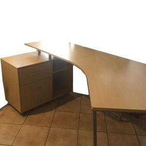 Wooden and metal Desk for Sale in Kissimmee, FL