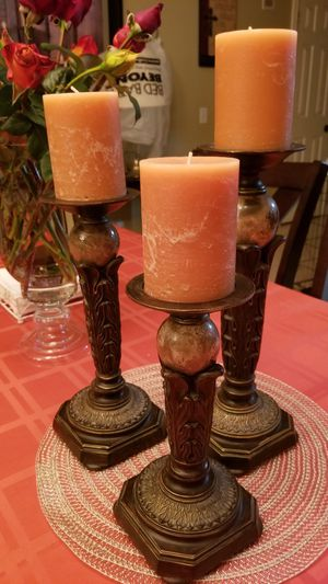 KATHY IRELAND SET OF THREE MARBLE BALL CANDLE HOLDERS! (CANDLES ARE INCLUDED) for Sale in Alta Loma, CA