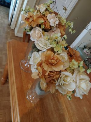 Two tall flower vases with flowers. for Sale in Waxahachie, TX