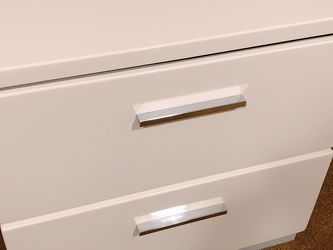 White Glossy Nightstand With Drawers for Sale in Kirkland,  WA
